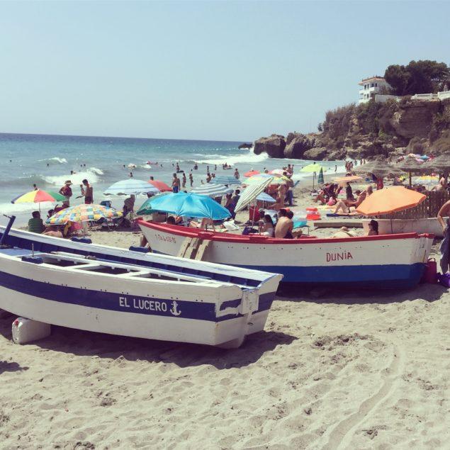 Nerja Turismo - Playas de Nerja - Playa del Salon - Barcas