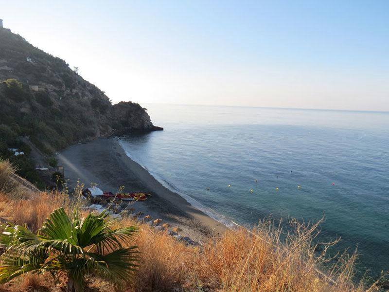 Amanecer en la playa de Maro