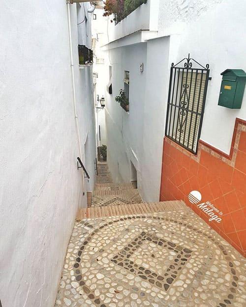 El callejón de la Alcuza (Sayalonga)