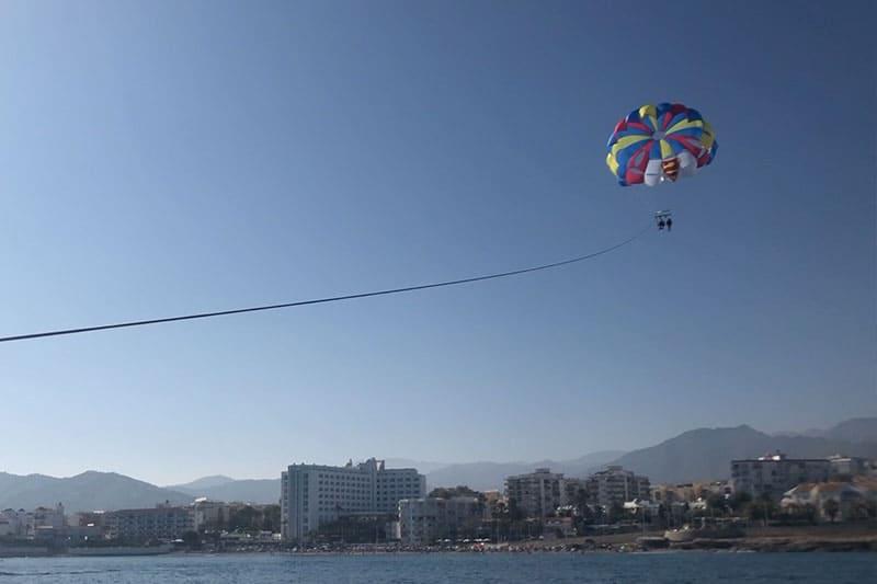 Volando por nerja en parasailing